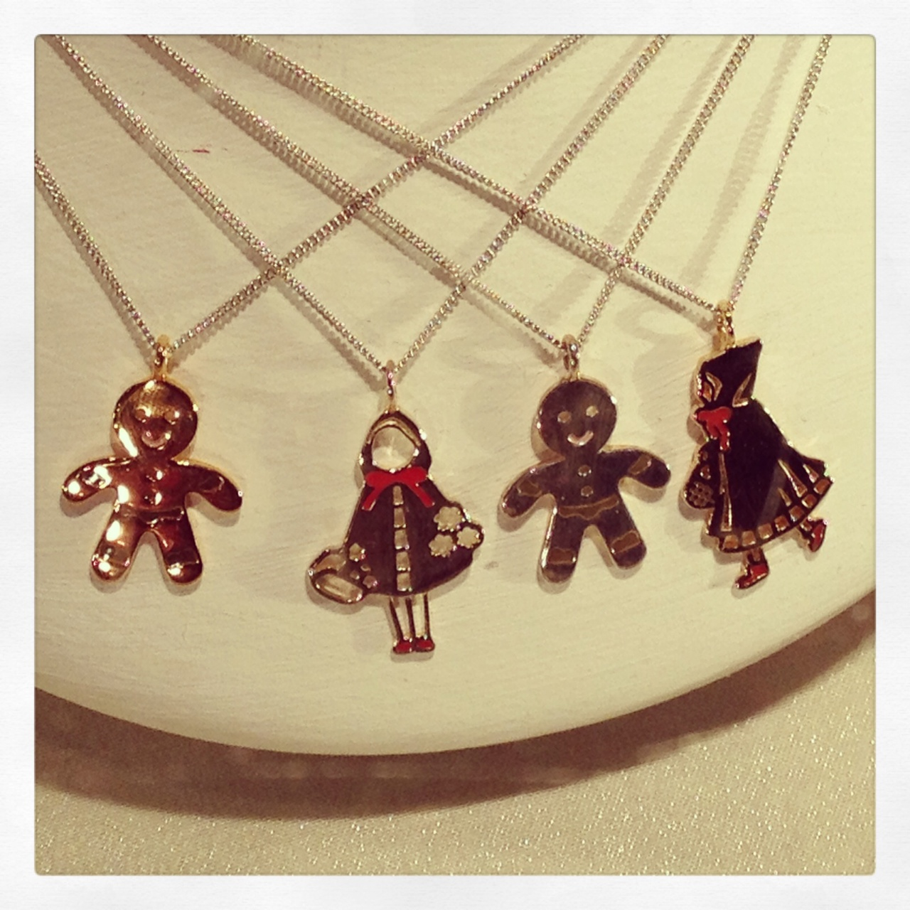 Gingerbread & Little Red Riding Hood collier
