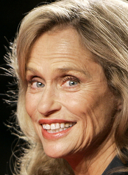 The 73-year old daughter of father (?) and mother(?), 169 cm tall Lauren Hutton in 2017 photo