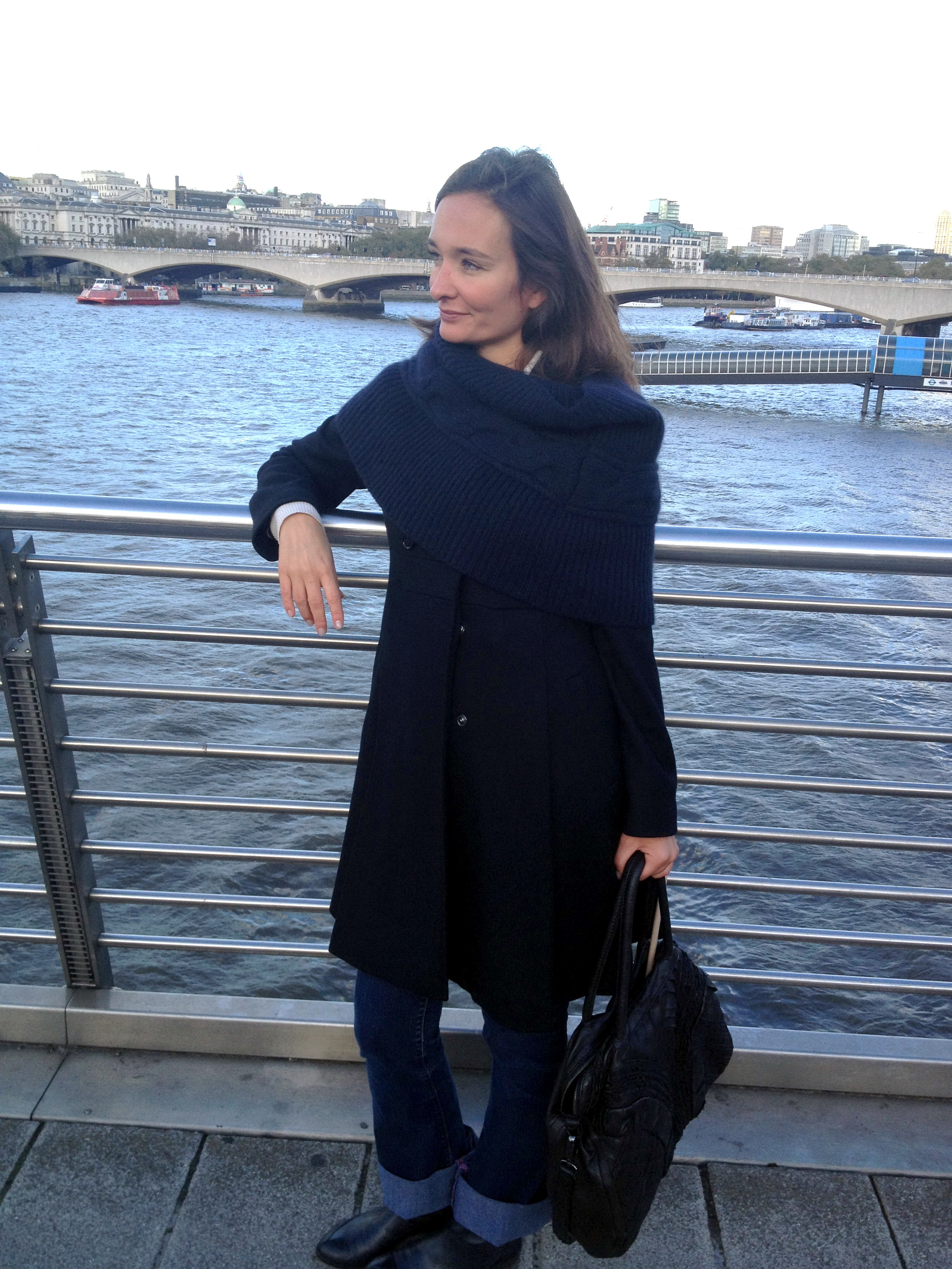 London Street style at the Waterloo Bridge: Black coat from Max & Co