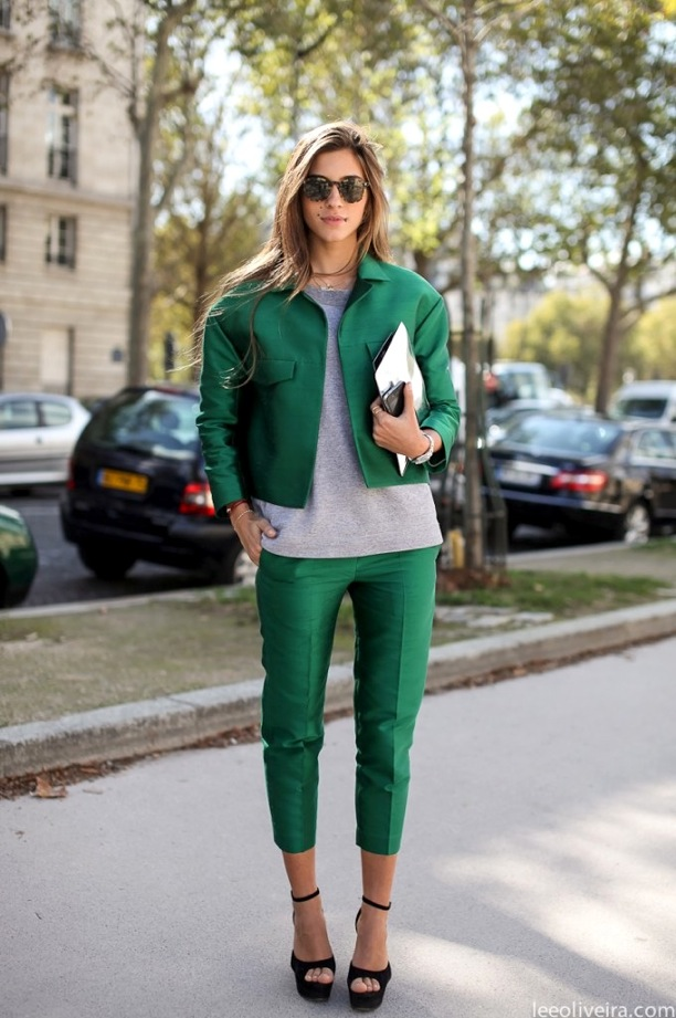 STREET-STYLE-METALLIC-SUITS-GREEN-STAR-GREY-GRAY-TEE-TSHIRT-TORT-SUNGLASSES-SILVER-CLUTCH-BLACK-PLATFORM-HEELS-LEE-OLIVEIRA