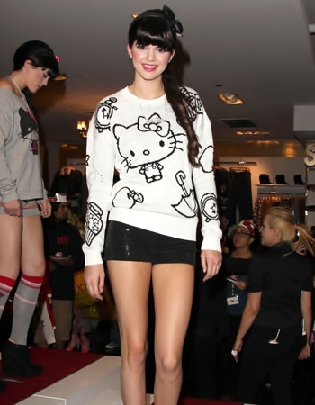 hello-kitty-kendall-jenner