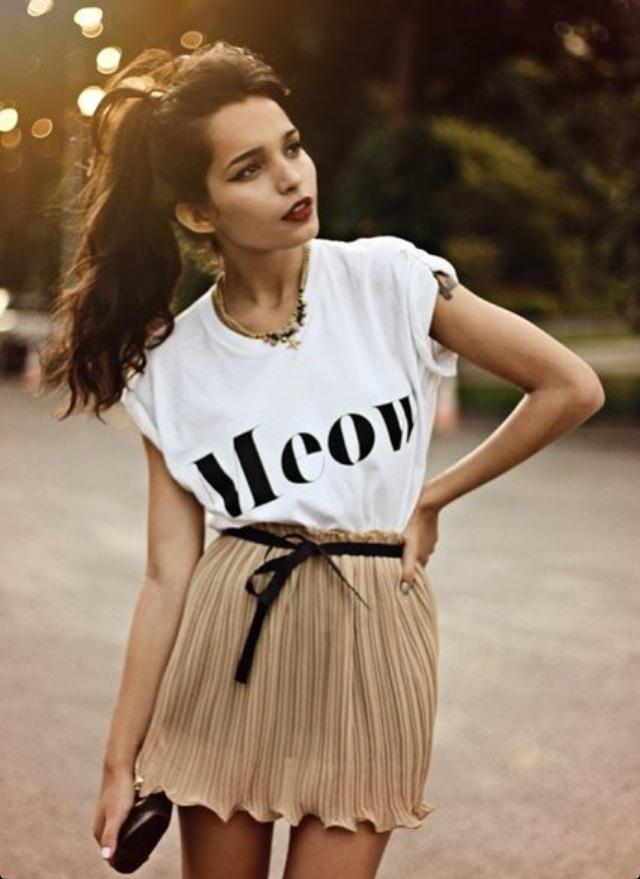 Slogan Tee and pleated skirt for the delicate look