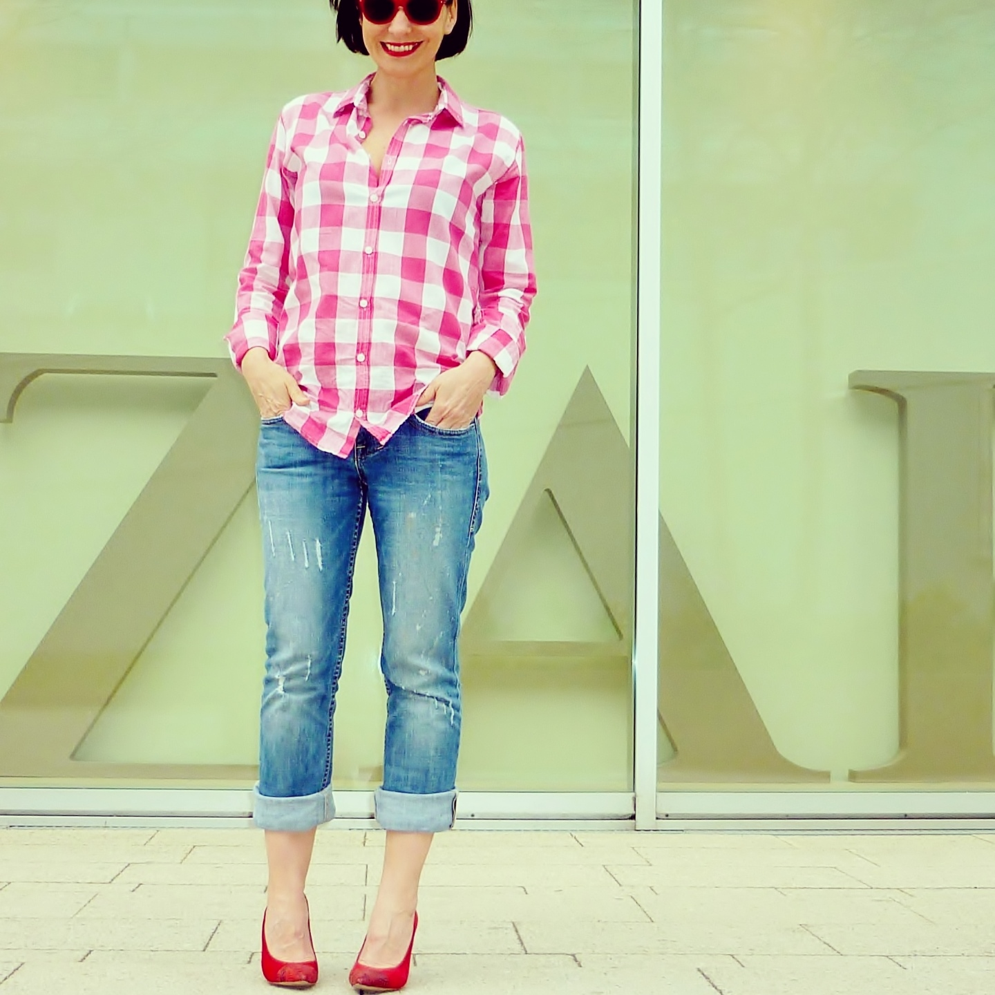 Streetstyle-red-shoes-red-sunglasses