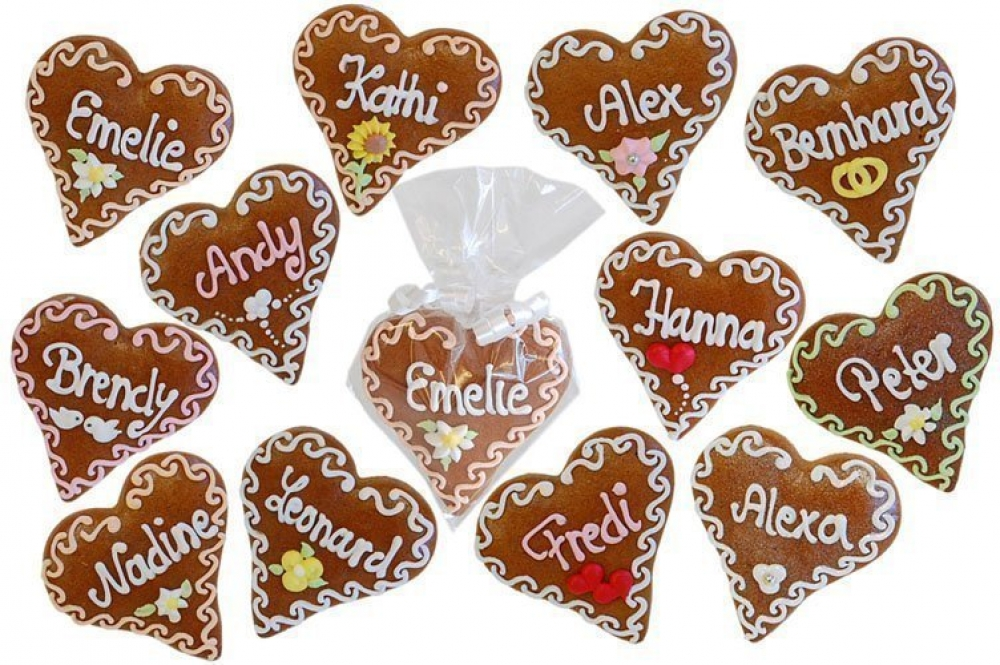 gingerbread name cards wedding