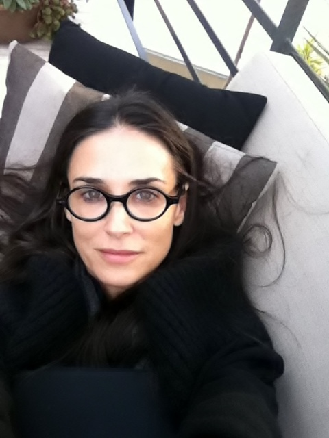 black-glasses-demi-moore