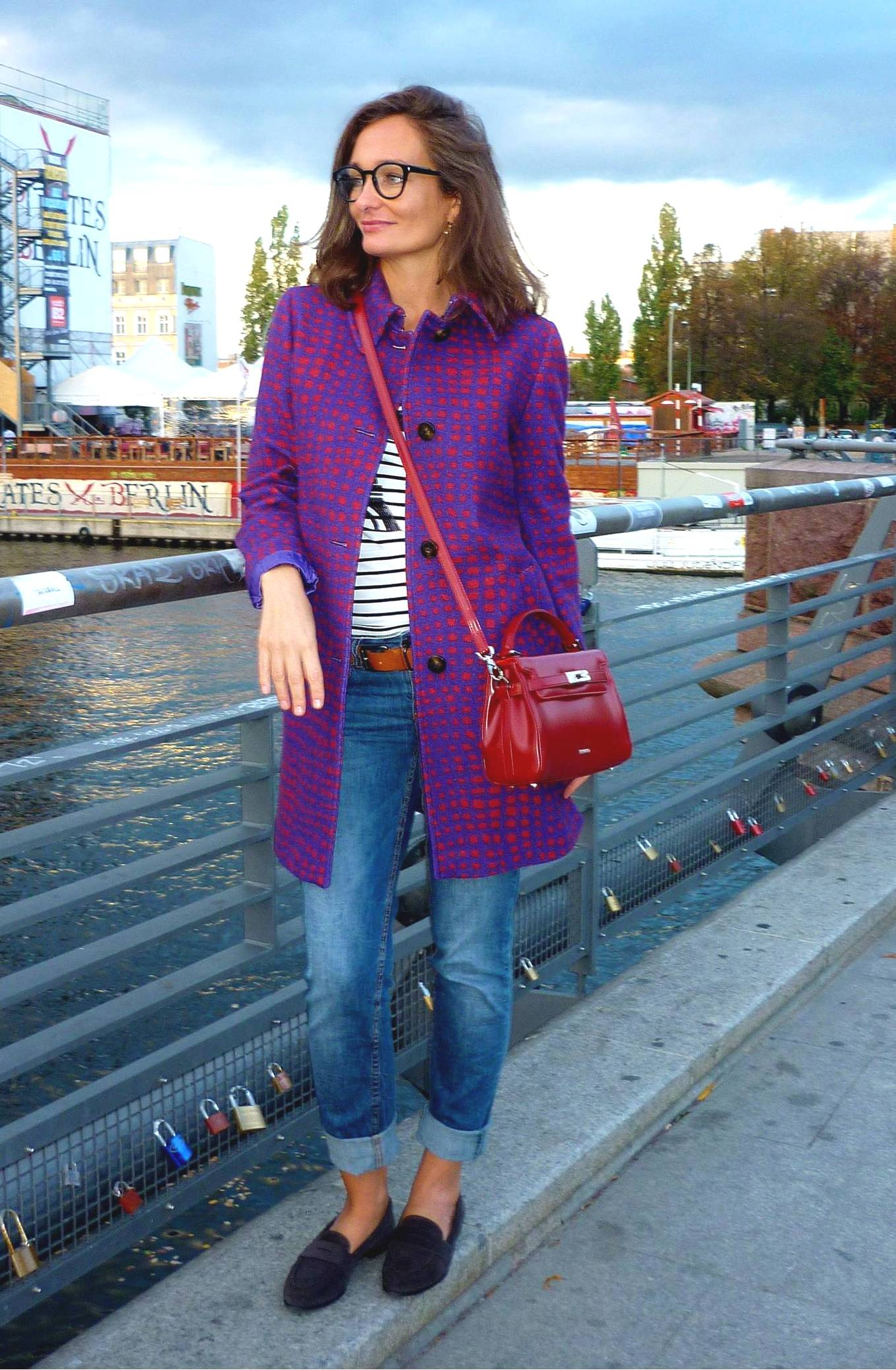 I am wearing: Gingham / Vichy coat from Max & Co, red bag from Picard, jeans from Stefanel, moccasins from AGL.