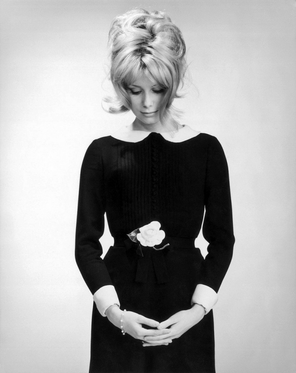 Catherine-Deneuve-Peter-Pan-Collar