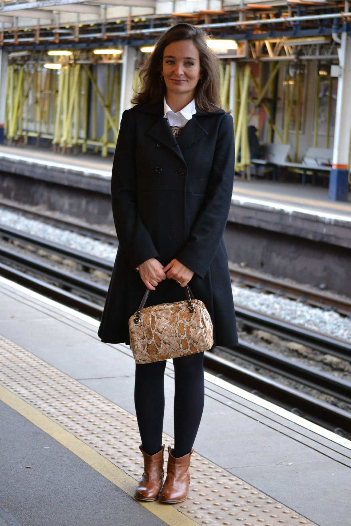 Black Coat and python bag Alberta Ferretii