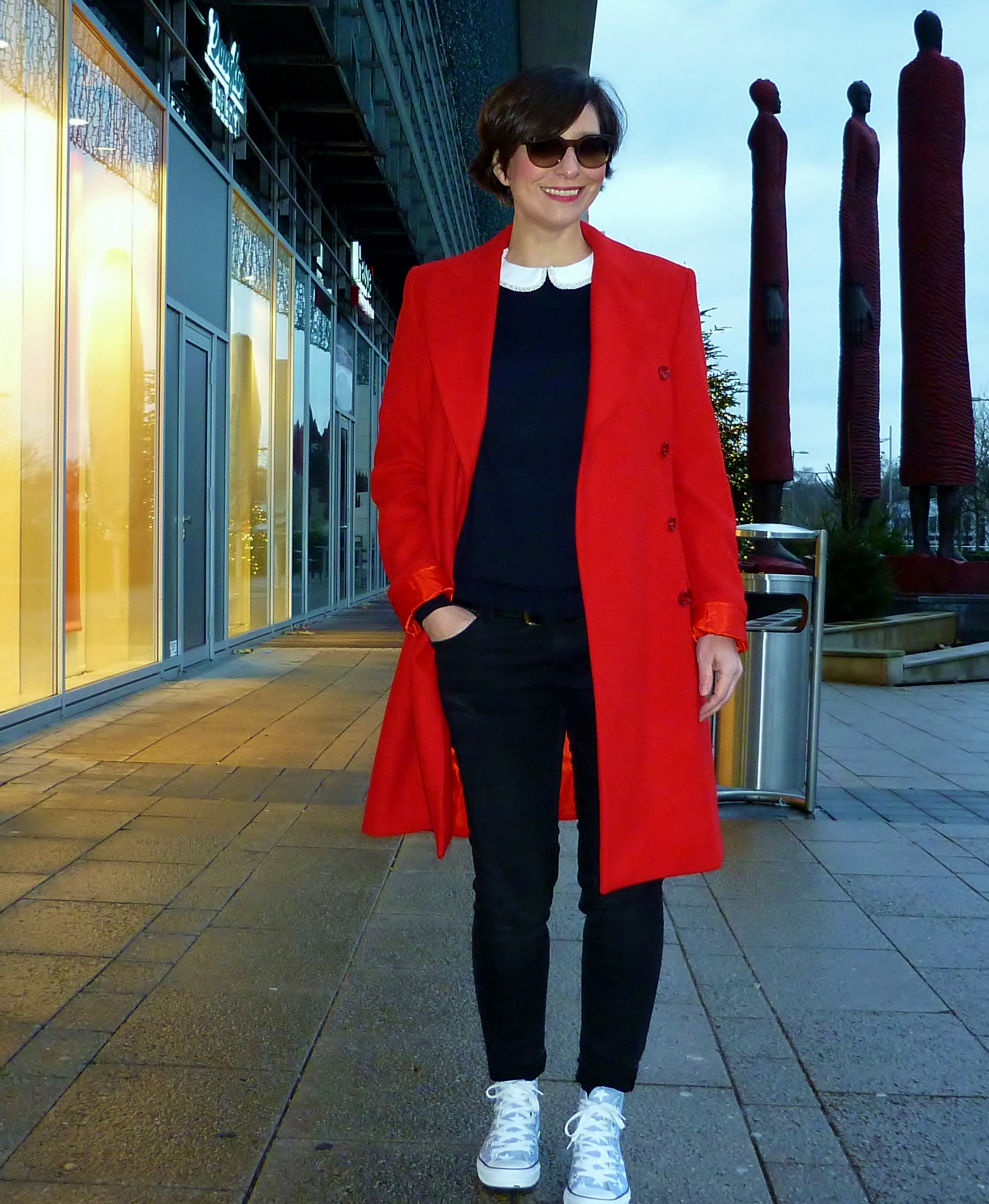 Street-Style-Red-Coat