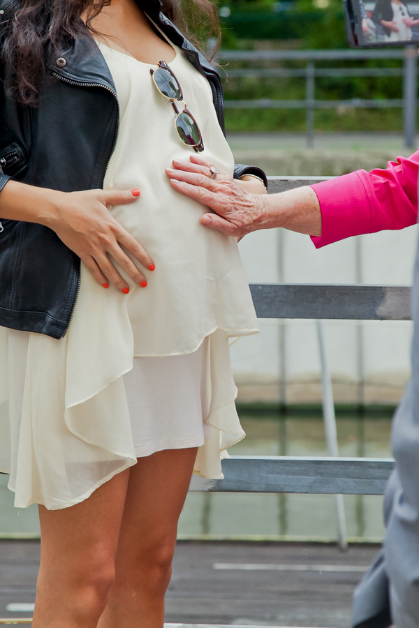 Pregnant and chic cream dress