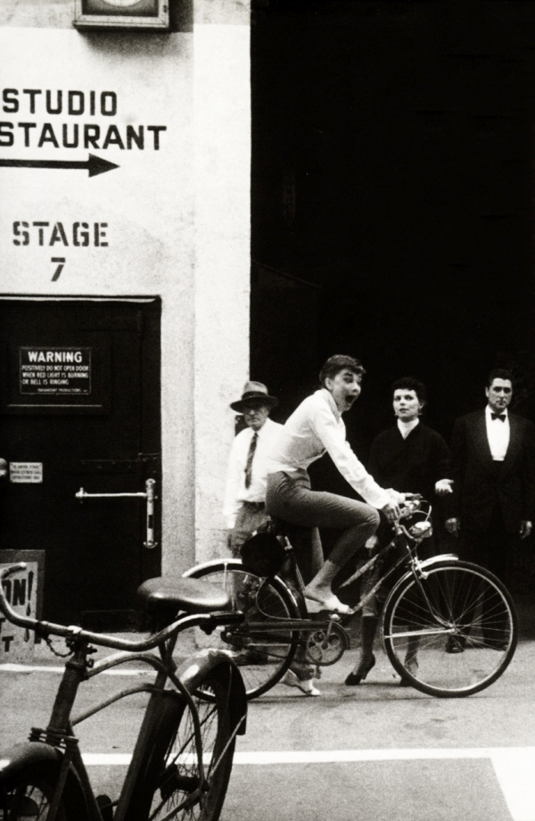 Audrey_Hepburn_on_bike