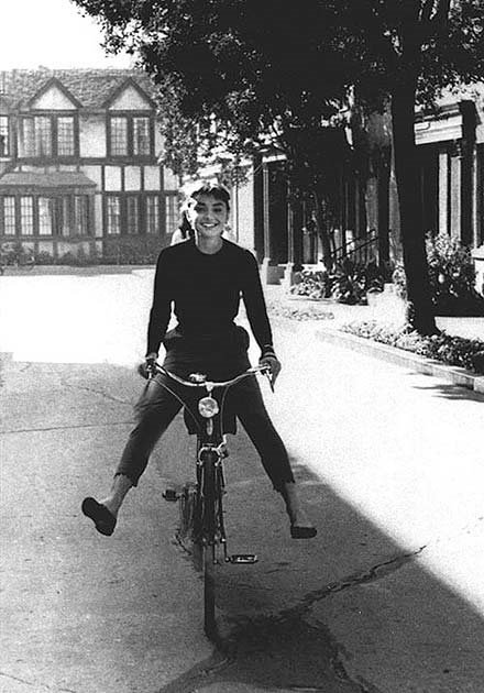 Audrey_hepburn_on_bike (3)