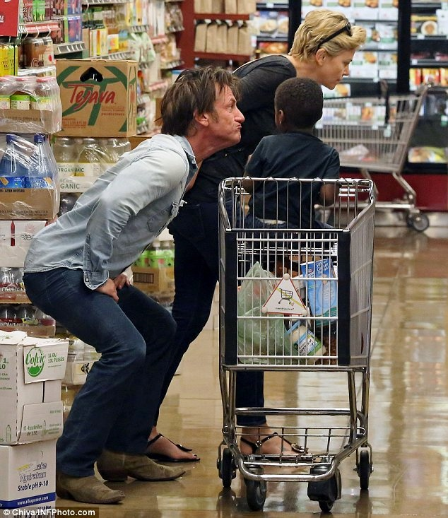 Charlize-theron-grocery-store-sean-penn