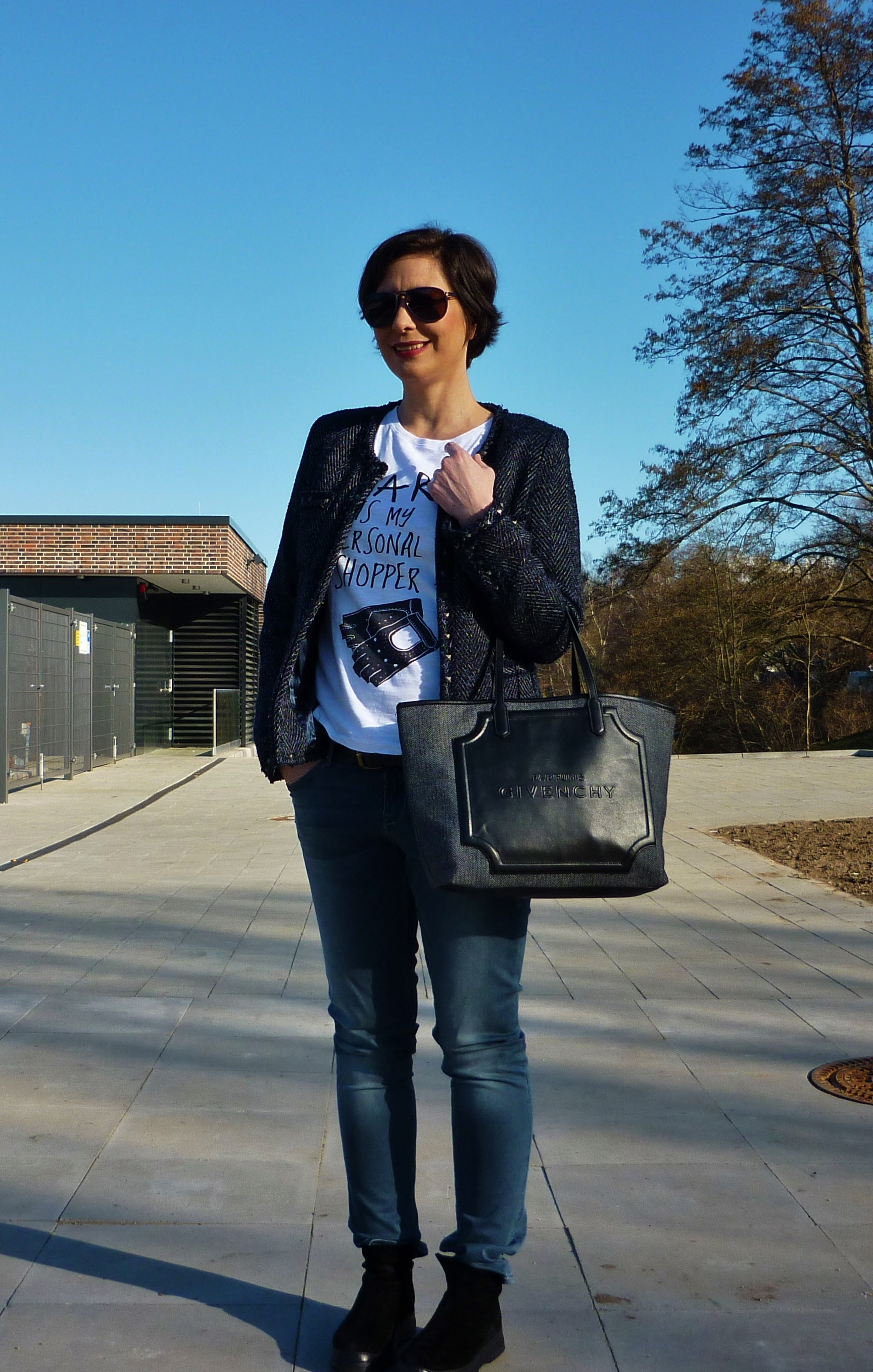 Casual-white-tee-street-style