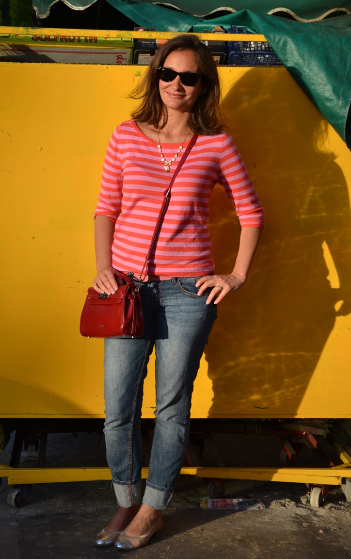 Street style London Pop coloured Breton Shirt. Stefanel jeans. Hispanitas
