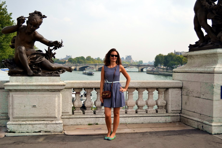 Paris Street style pont Alexandre trois Max and Co vichy gingham dress. moschino bag.