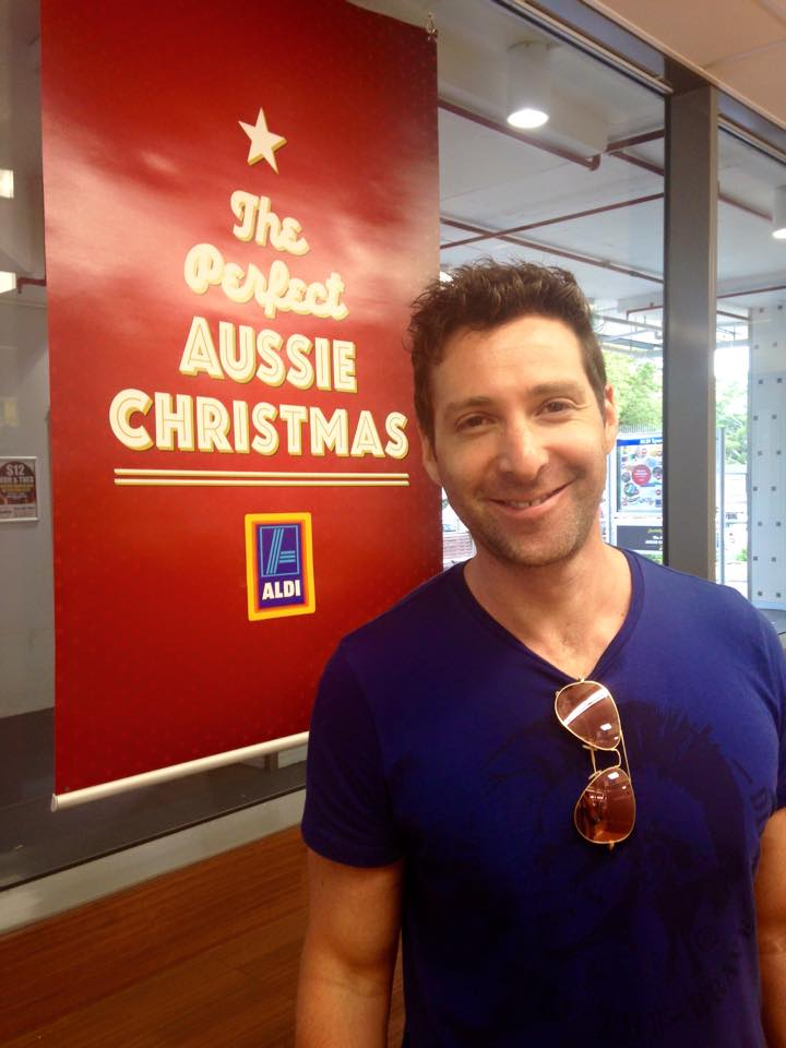 Mr Romanatique promoting the Aussie Christmas ;-)