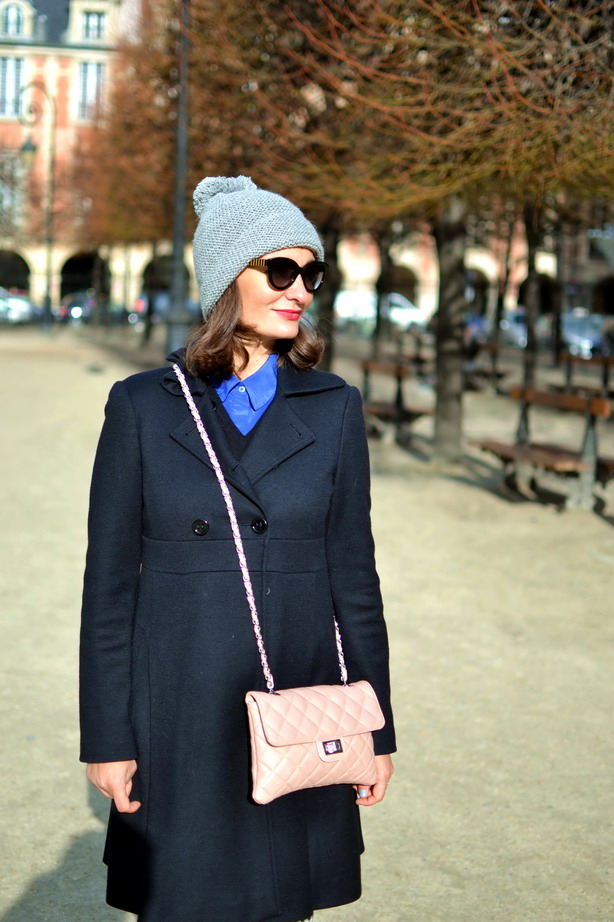 Romantique street style Place des Vosges black coat, pink quilted chanel bag