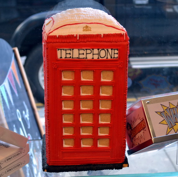 Biscuiteers London Notting Hill red telephone box