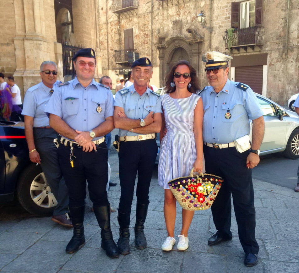 Mingling with the carabinieri in Palermo and my Sicilian straw bag