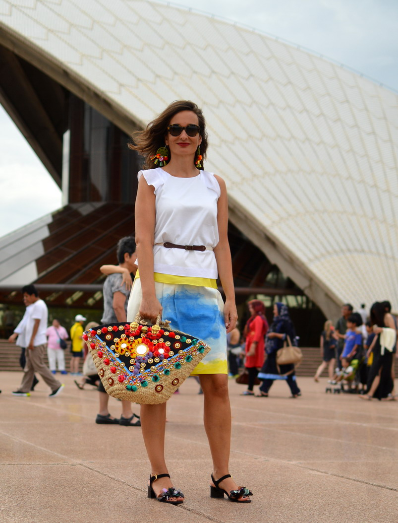 Romantique Sydney Opera House with Sicily Bag.